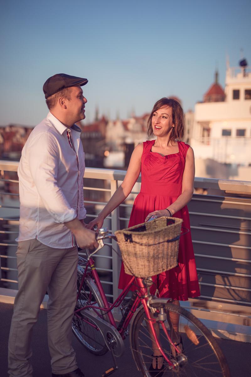 Foto Baśnie, Piękna sesja zdjęciowa na rocznicę ślubu. Odbyła się na Gdańskiej Starówce o wschodzie słonca w pewien letni lipcowy poranek.